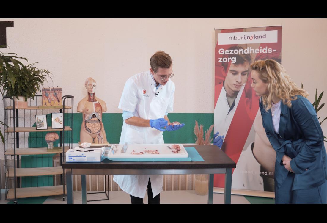 Docent mboRijnland lanceert YouTube-serie voor verpleegkundigen