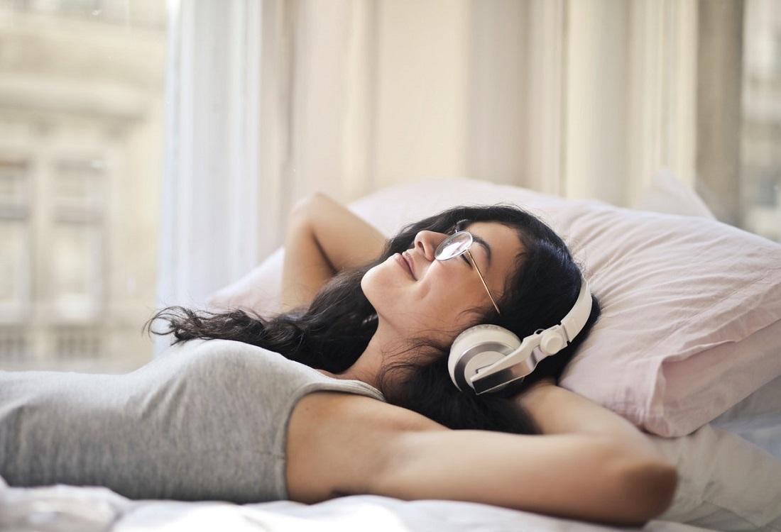 Ontspannen muziekje? Pas op voor een verstoorde nachtrust