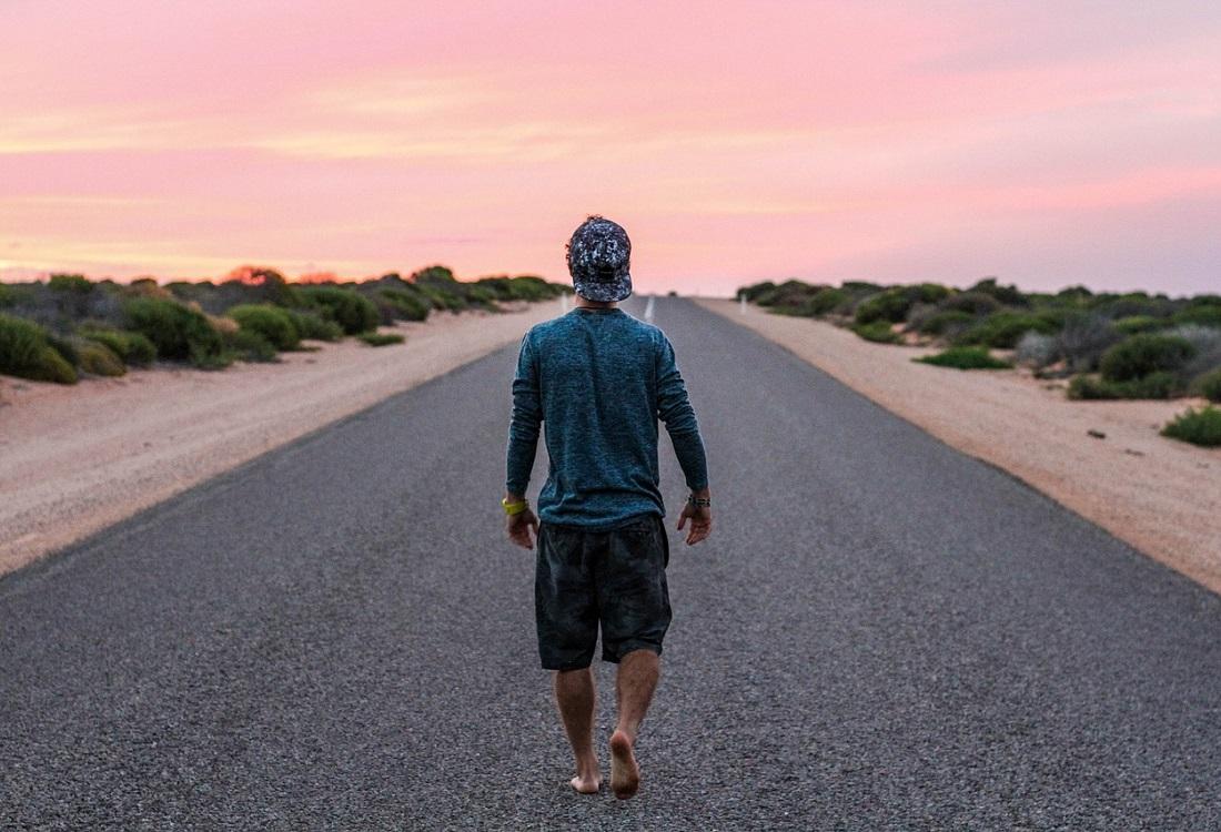 3000 km op blote voeten voor geestelijke gezondheid mannen